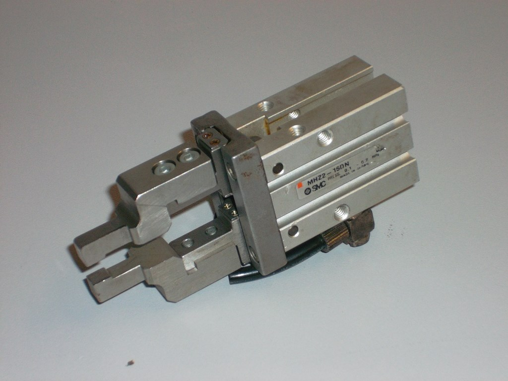 Pneumatic Parallel Gripper. Condition 80%